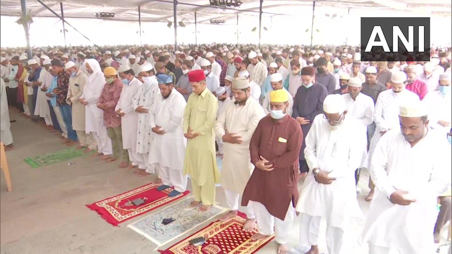 रमजान माह के आखिरी जुमे की नमाज पर जुटी भीड़ , कोरोना  से कोई डर नहीं