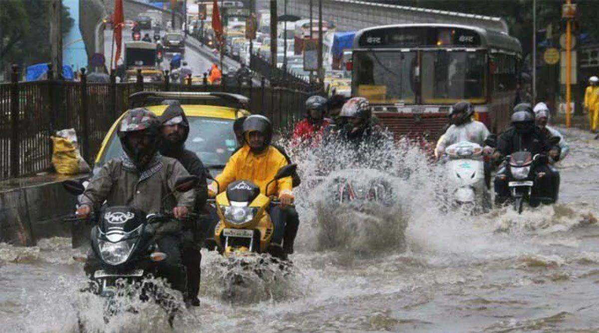 मुंबई में मॉनसून की दस्तक, भारी बारिश से कई इलाकों में जलभराव, ट्रेन सेवाएं  सस्पेंड