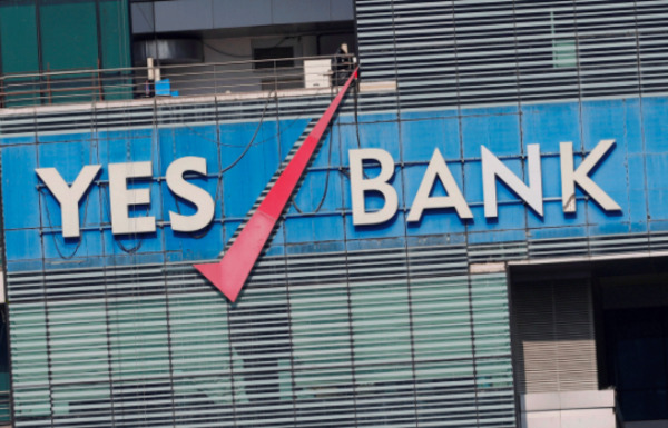आरबीआई ने यस बैंक में लेनदेन पर अस्थाई पाबंदी लगाई खाताधारकों में मचा कोहराम