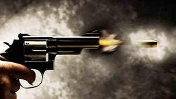 कारोबारी ने पत्नी को मारी गोली खुद भी आत्महत्या कर ली