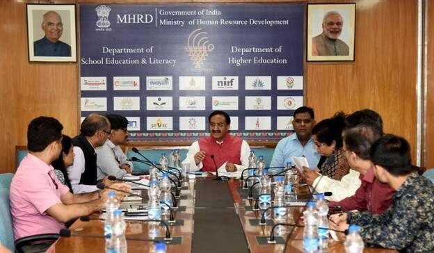 केंद्रीय मानव संसाधन विकास मंत्री डॉ. रमेश पोखरियाल 'निशंक' ने समीक्षा बैठक कर सभी रिक्त पदों को शीघ्र भरने के निर्देश दिये