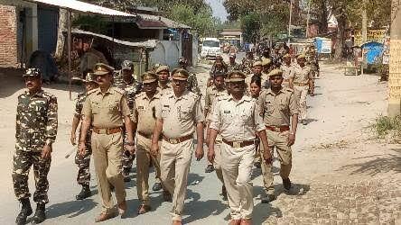 बलरामपुर : रामजन्म भूमि पर फैसले से पहले पुलिस हुई सर्तक, फ्लैग मार्च निकाल लोगों को शांति बनाए रखने का दिया संदेश