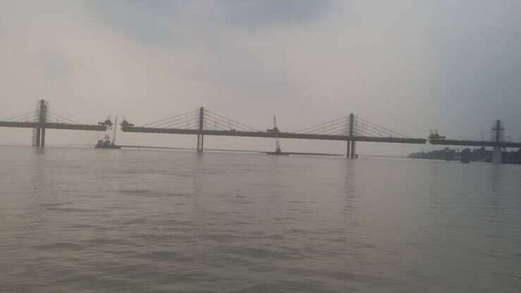 जल परिवहन योजना की राह में पीपा पुल बन रहा रोड़ा