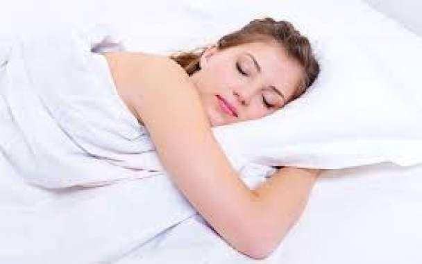 रोशनी में सोने से बढ़ रहा डिप्रेशन का खतरा