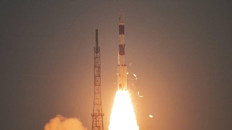 इसरो ने प्रक्षेपित किया कार्टोसेट -3 उसके साथ और भी कई देशों की सेटेलाइट भेजे