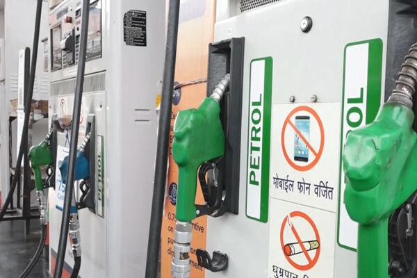 पेट्रोल और डीजल के दाम में सोमवार को फिर वृद्धि दर्ज की गई