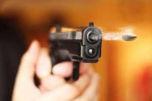 दिल्ली में एक शख्स ने दो व्यक्तियों की गोली मारकर की हत्या-