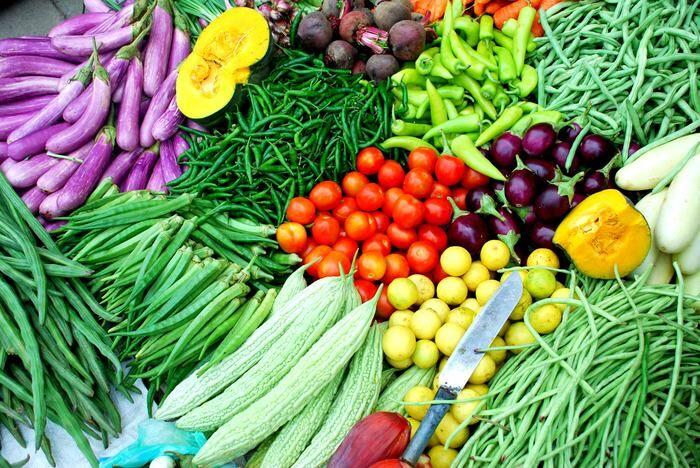 UP में रंग और तेजाब से धोकर बेची जा रही हैं सब्जियां, FSDA ने किया खुलासा