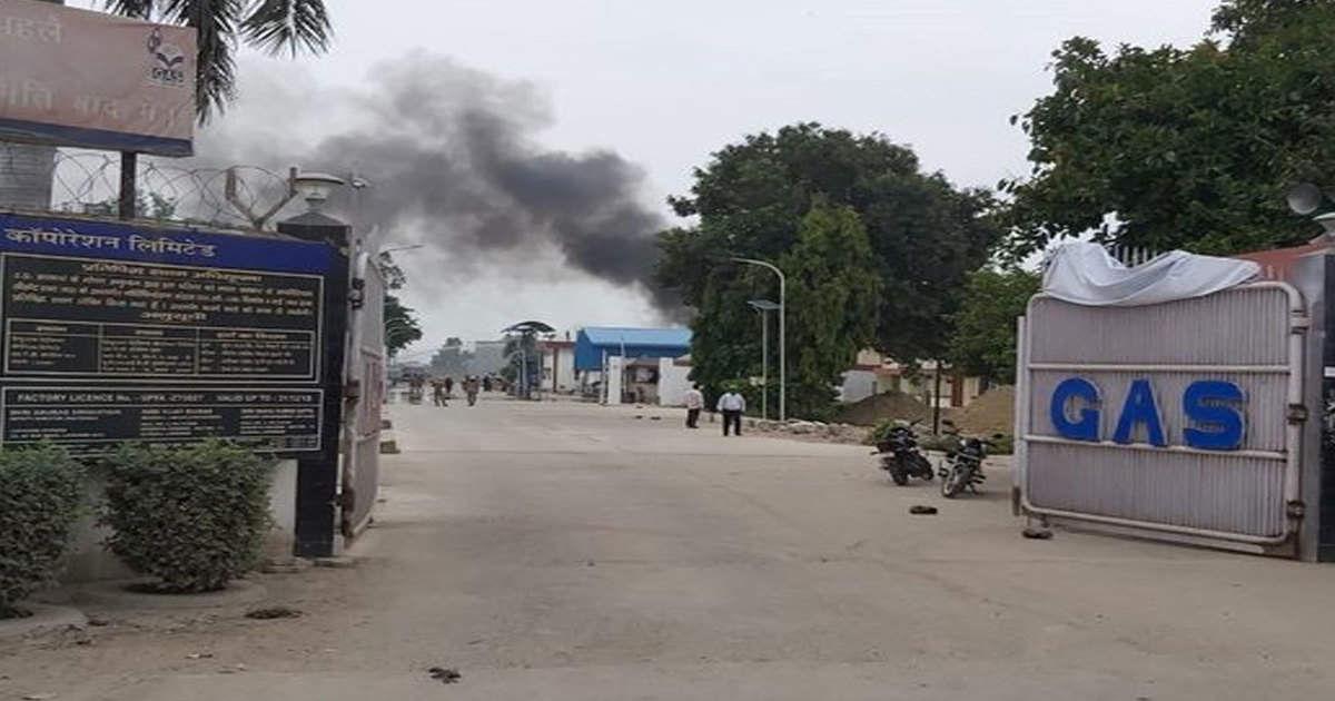 उन्नाव के हिंदुस्तान पेट्रोलियम प्लांट में आग मौके पर पहुंची SDRF और एयरफोर्स की टीमें