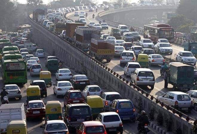 उत्तर प्रदेश की राजधानी लखनऊ में अगर लुंगी या शॉर्ट्स पहनकर गाड़ी चलाई तो लगेगा  चार गुना जुर्माना