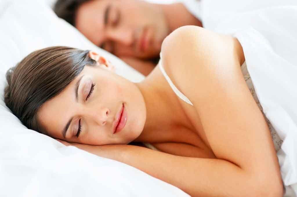 शरीर के लिए सोना है जरुरी! नींद की कम आपूर्ति बढ़ाती है खतरा