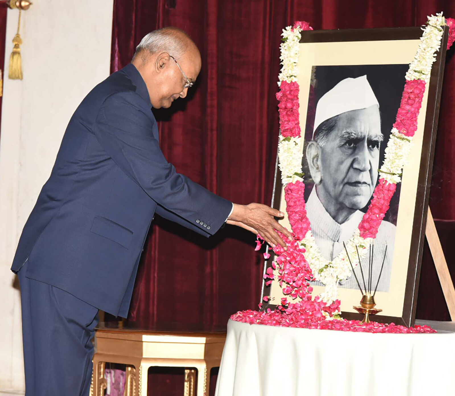 President of India pays homage to Fakhruddin Ali Ahmed on his Birth Anniversary